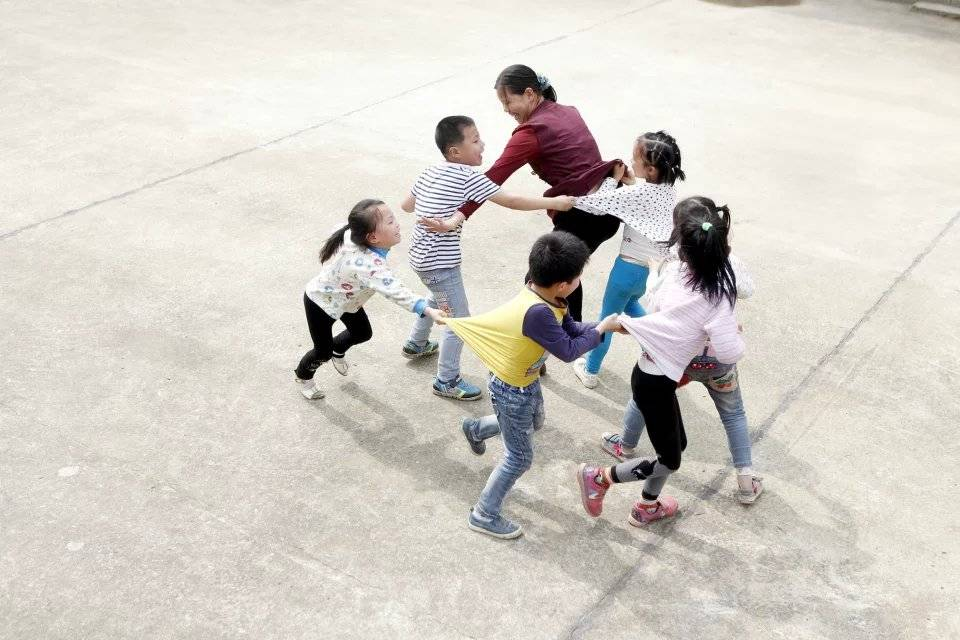 一个老师、一个班、6个学生,谁来振兴日渐式微的乡村学校?