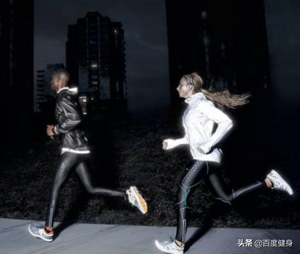 坚持夜跑一个月的变化(夜跑一个月肌肉有什么变化)插图