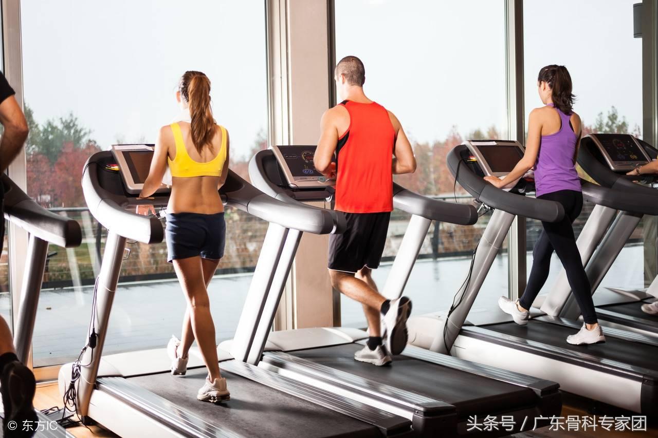 跑步机数字对应的速度(跑步是锻炼关节还是在伤膝盖)插图