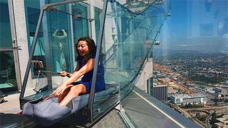 """美国最刺激的""""天空滑梯"""",悬挂在300米高空,你敢来挑战吗"""