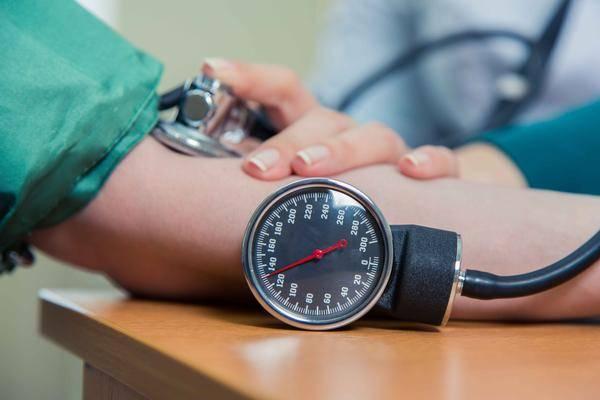 中国高血压患者近2.5亿!医生:不妨常吃4种食材,血压平稳不飙升