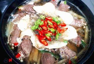 享乐瘦分享暖胃瘦身的牛肉蔬菜锅食谱,营养高蛋白,适合减脂时期的料理