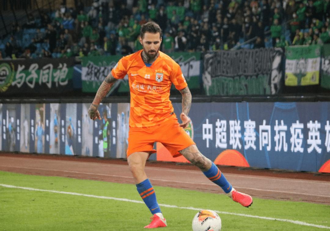 郝伟半途接手,带领泰山队拿到中超第5和足协杯冠军