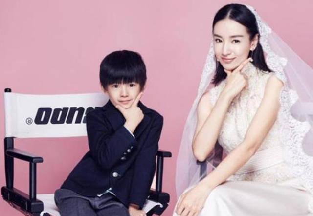 董洁和儿子拍婚纱照惹争议,正确和儿子相处,妈妈该注意什么?
