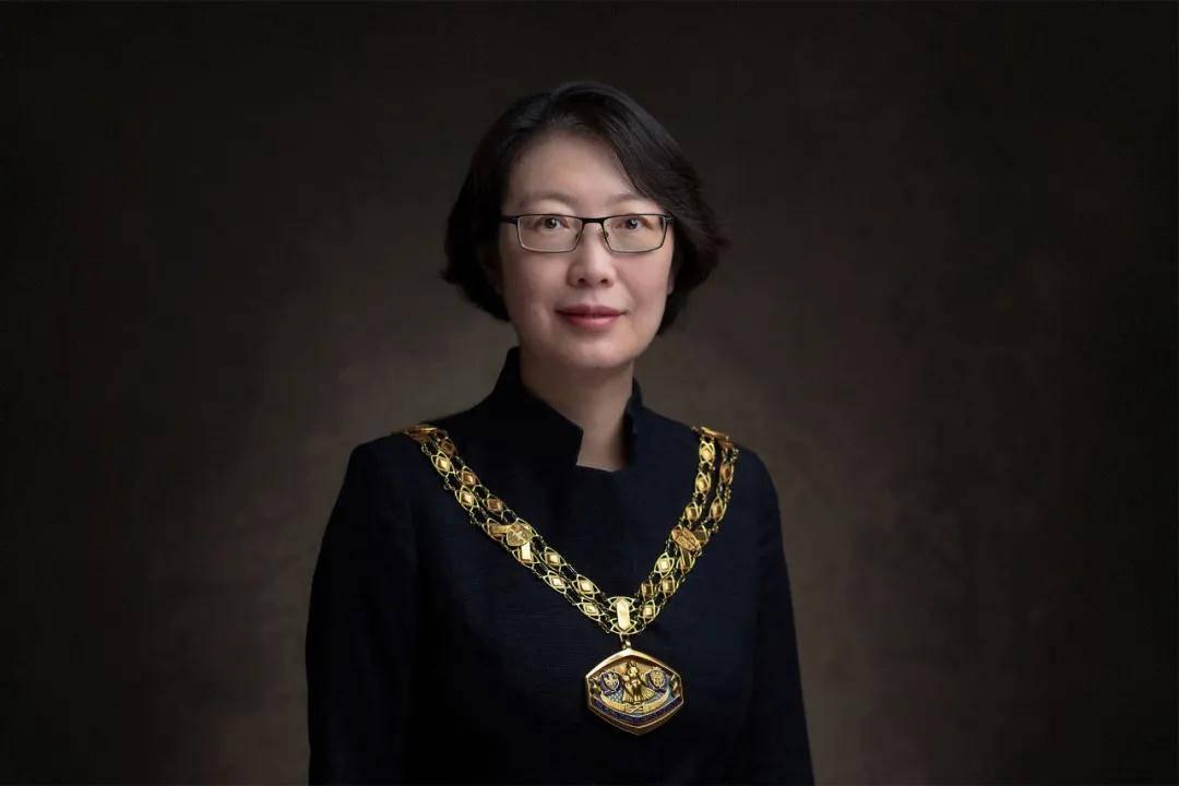 杨威是Xi建大的校友,2021年成为皇家规划学会主席