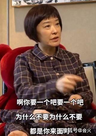 51岁王雪纯头顶斑秃,不生孩子感情成谜,4岁进央视爸妈不简单