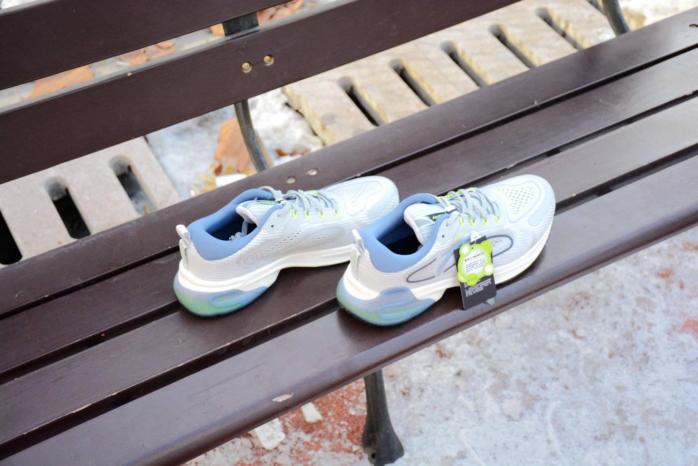 克服冬天跑步的困难?入手智能跑鞋吧:安踏联名咕咚跑步鞋评测