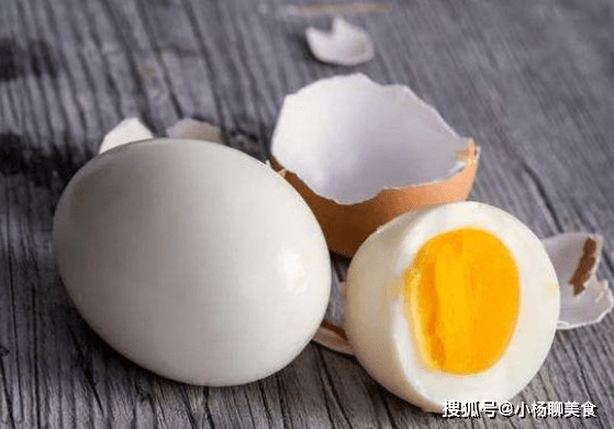 """早晨吃""""煮鸡蛋""""好处多多,但需要注意以下2点,不妨了解一下"""