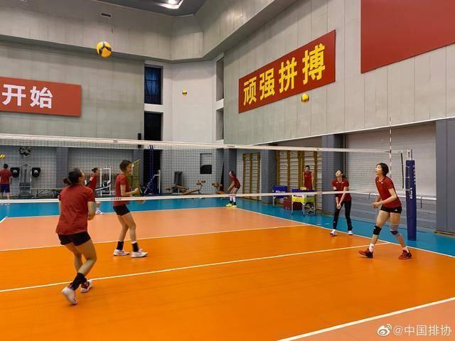 有趣!中国女排队员集体学习跳舞,活泼可爱场面极其温馨