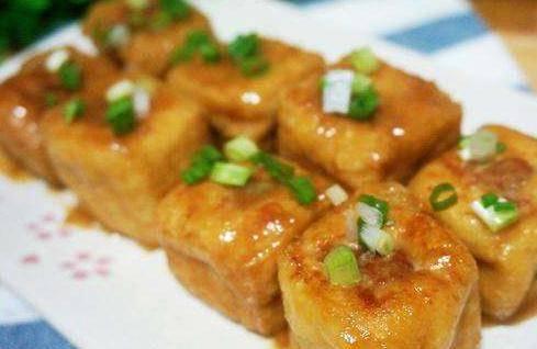在家也能吃油豆腐酿肉,简略易做,吃货们的挑选,再也不用排队了