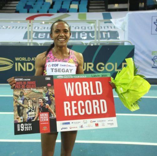 3分53秒09!埃塞俄比亚女将破1500米室内世界纪录_比赛
