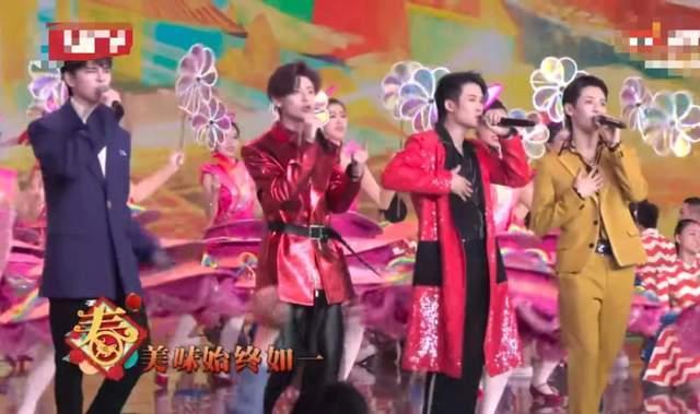 关晓彤穿古装裙像生菜,王源穿芭比粉像火龙果,北京春晚走水果风?