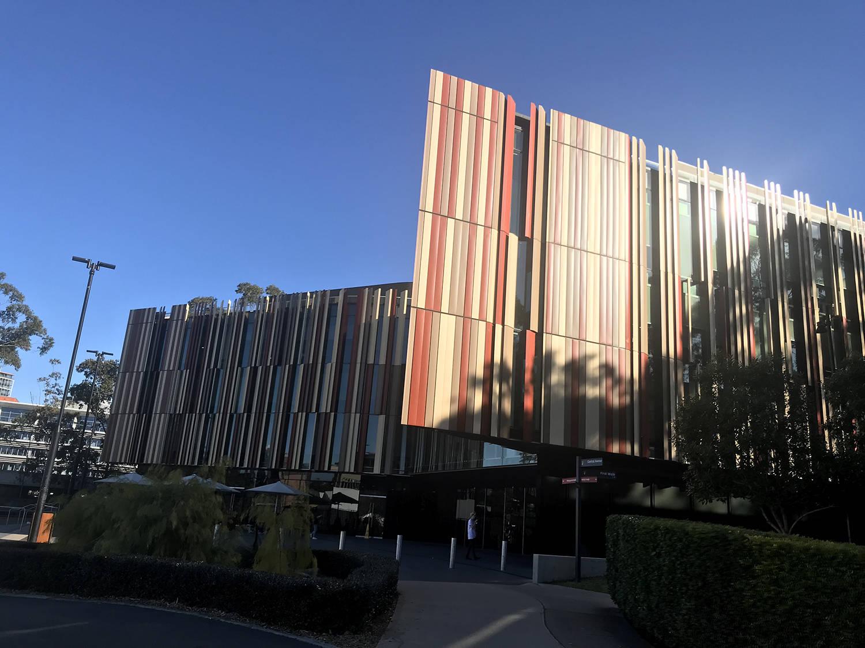 麦考瑞大学:紧邻澳洲最大商业园区,实习机会多到爆!