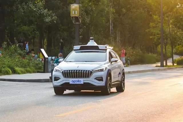 5G和AI大数据技术腾飞,全自动无人驾驶网约车离我们不远了?