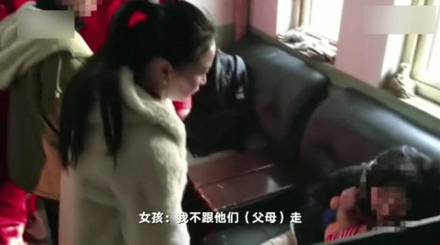 13岁女孩与家人吵架携近万元坐黑车去见网友:家里没人关心我  第1张