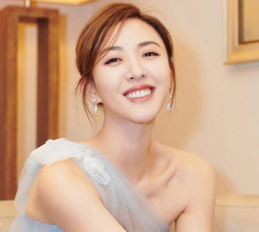 欧亿5代理:她本是杨幂助理,因长相太美被导演看中,今与胡歌搭戏一炮而红!