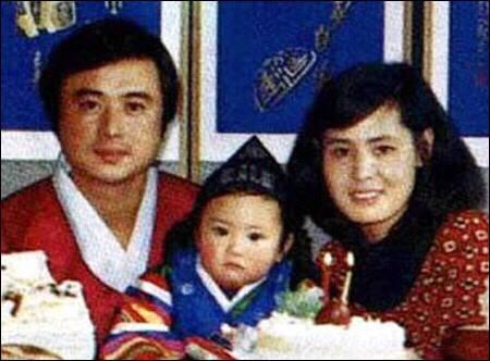 基因是门玄学,宋承宪爸妈比 他好看,贾玲的梨涡本来是遗传了妈妈