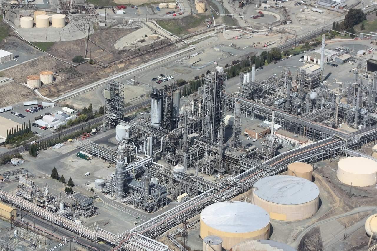 国内油价或迎7连涨,油价接连上涨,未来还有便宜油加的可能吗?