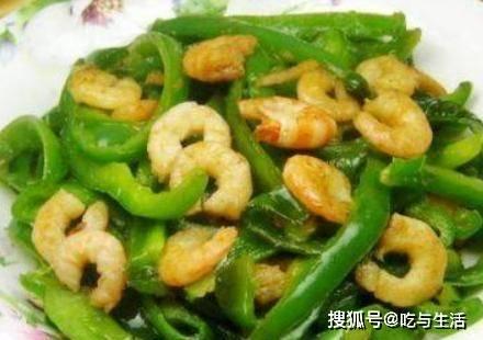 青椒别只会炒肉丝,搭配它炒一炒,开胃下饭,孩子一盘不够吃