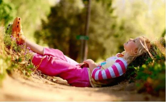 """孩子自我意识觉醒后,个人隐私很重要,家长要学会保持""""边界感"""""""