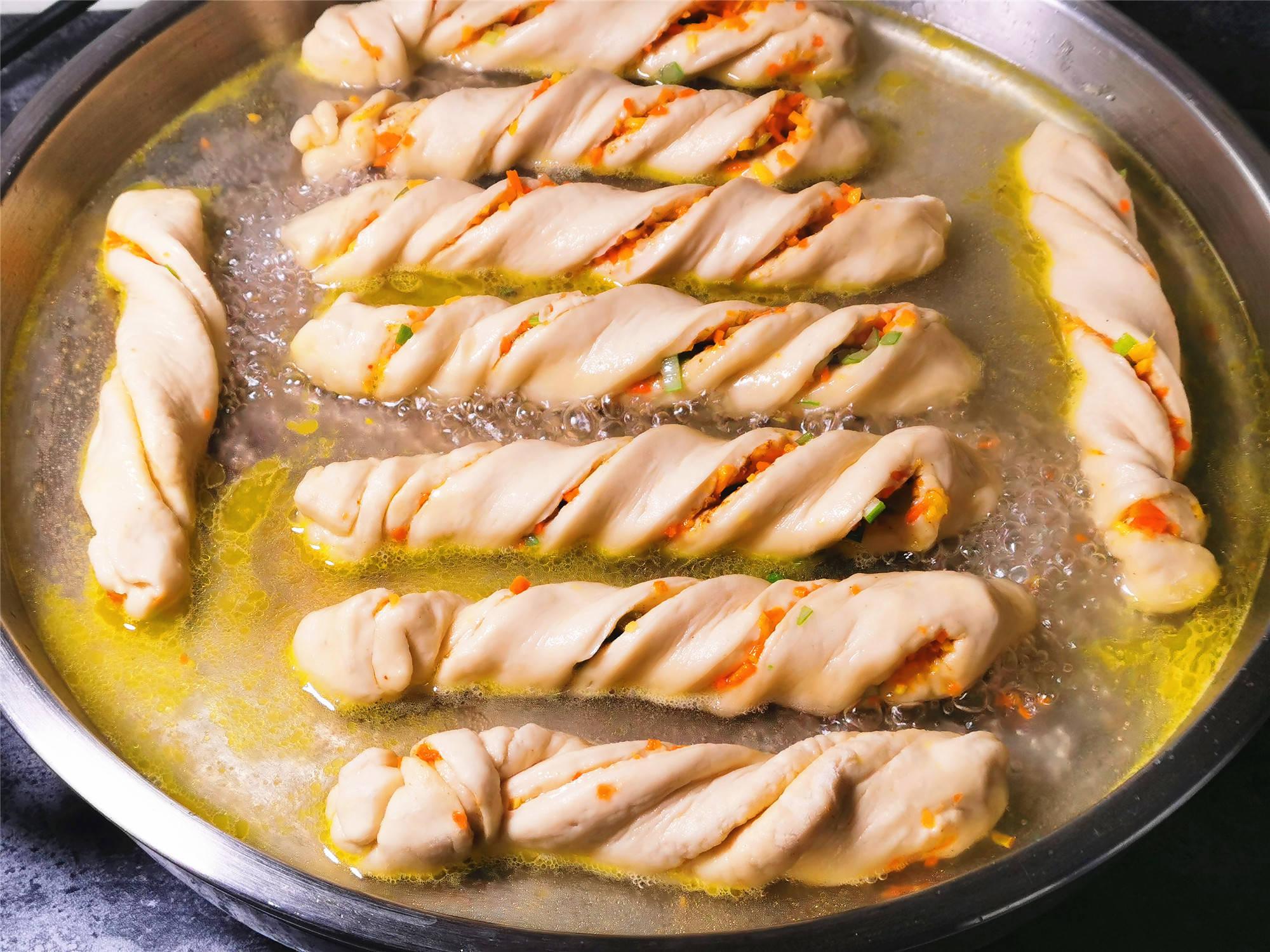 花卷煎一煎比蒸的好吃,外焦里嫩层次多,吃着过瘾