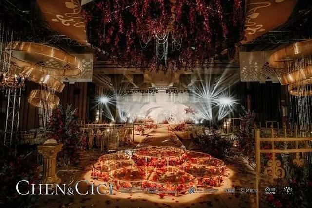复古奢华的沙漠金主题婚礼,象征着爱情是闪耀而