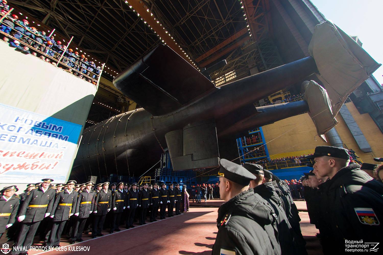 比台风级还长的俄罗斯核潜艇,携带多枚末日鱼雷,用海啸淹没城市