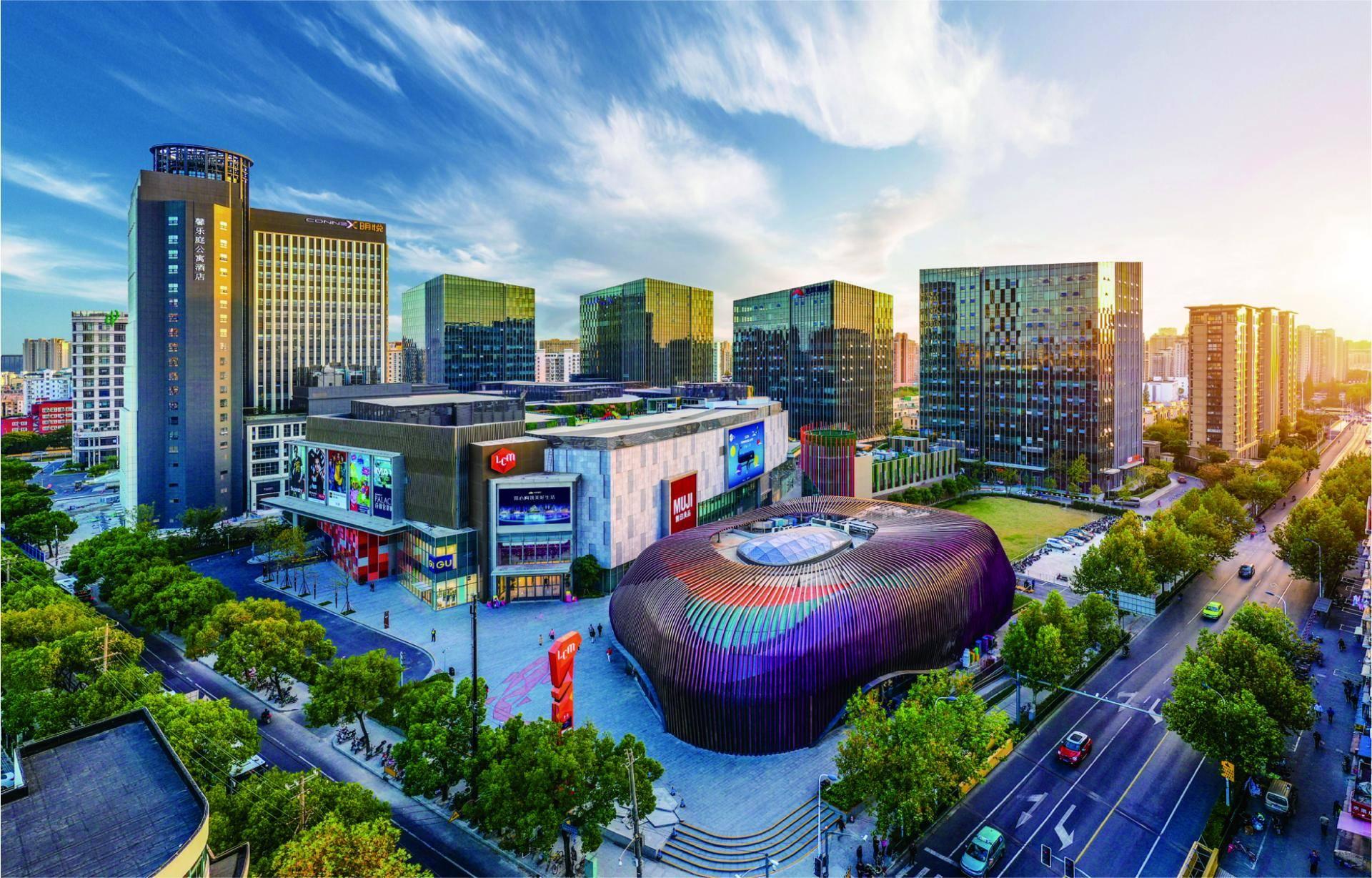徐汇商务欢迎会副会长韩石说,三年后将有50个商业中心