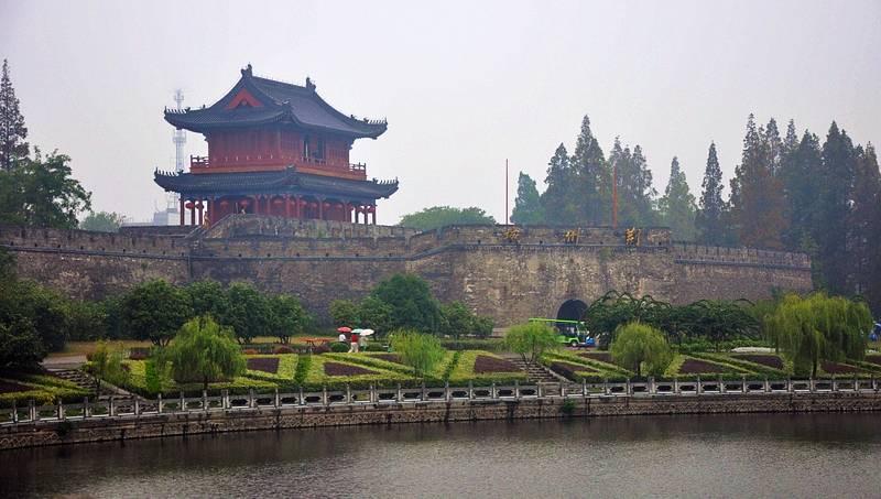 楚城荆州与莲程湘潭,两座城市前景你看好谁?