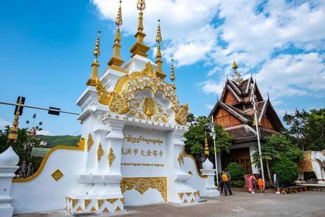 """西双版纳网红景点,被誉为最像""""泰国""""的地方,却是一个佛教圣地"""