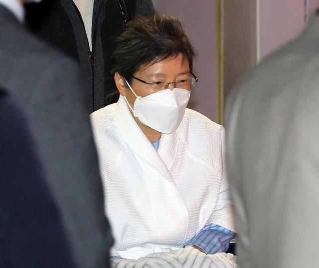 朴槿惠的1亿元罚款已经过期:卖房不够,或者努力工作3年