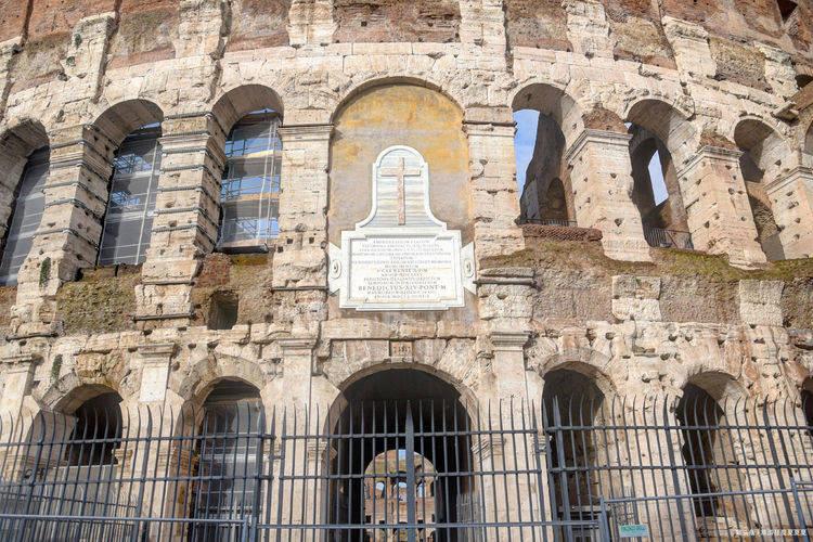 世界八大遗迹之罗马斗兽场,可容纳九万人,每年超400万游客前往