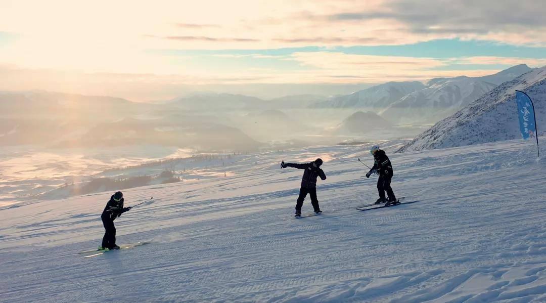 春来,欢喜!阿勒泰的春,滑雪不停歇