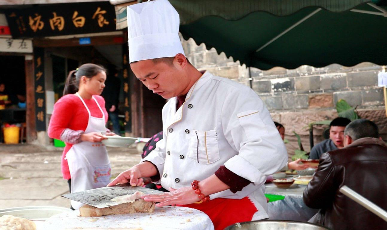 四川这座千年古镇,与周庄齐名却少人知,美食让人流连忘返