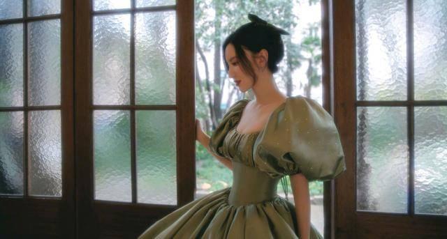 张萌穿束腰裙勒伤骨头:为了追求身材,有多少女性拿命去换?
