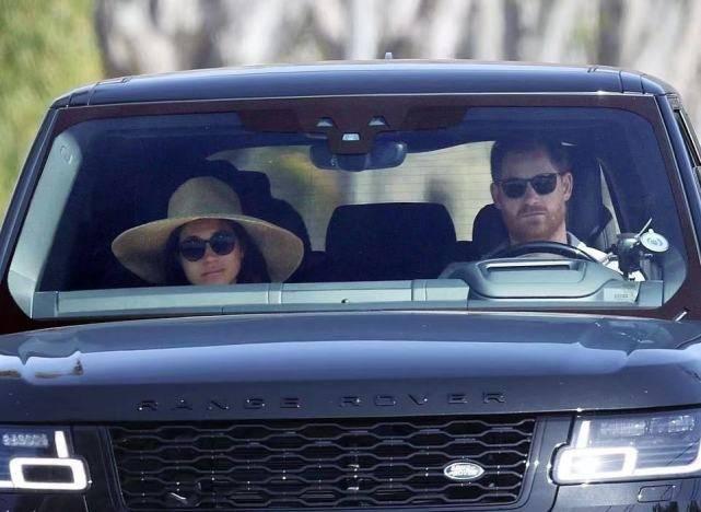 哈里夫妇愁容布面真闹心!梅根墨镜+太阳帽有明星范,素颜不敢认