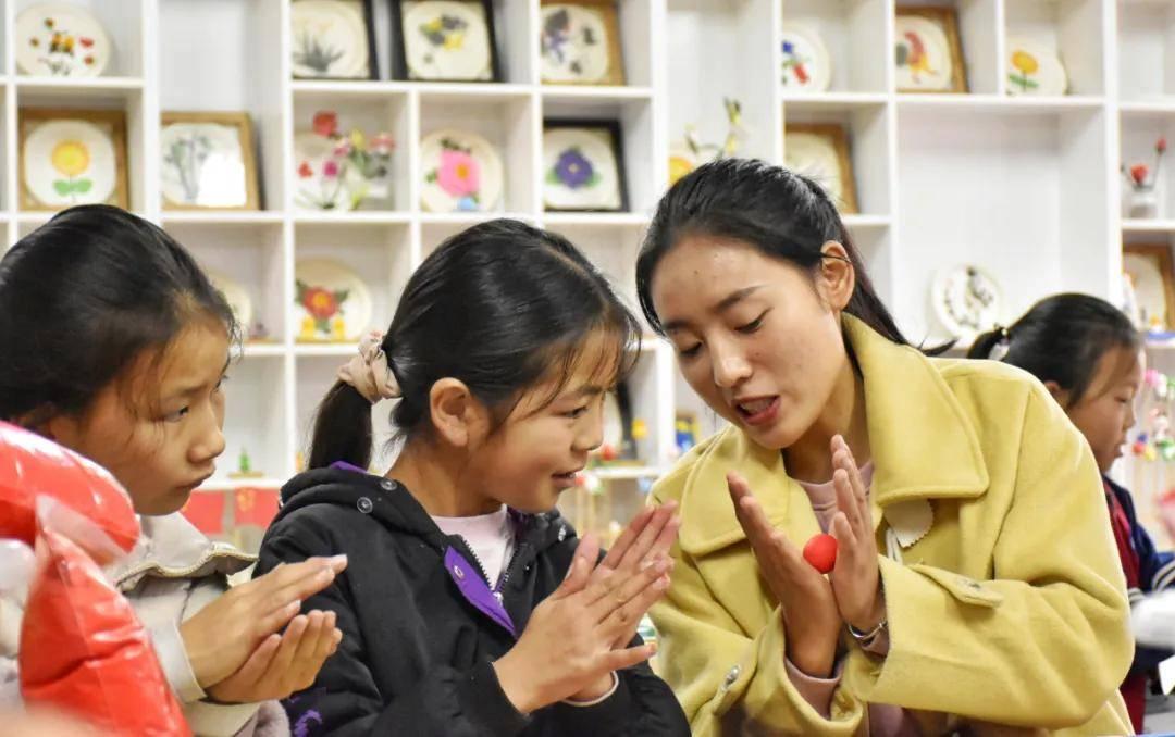 乡村教师结构性严重缺编,美育功能教室成摆设