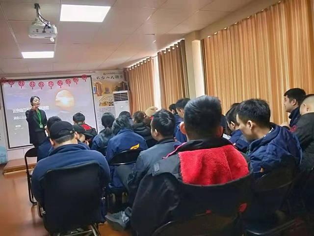 云台山茶旅集团宣讲部讲师曾玉琳为茶旅小伙伴讲课