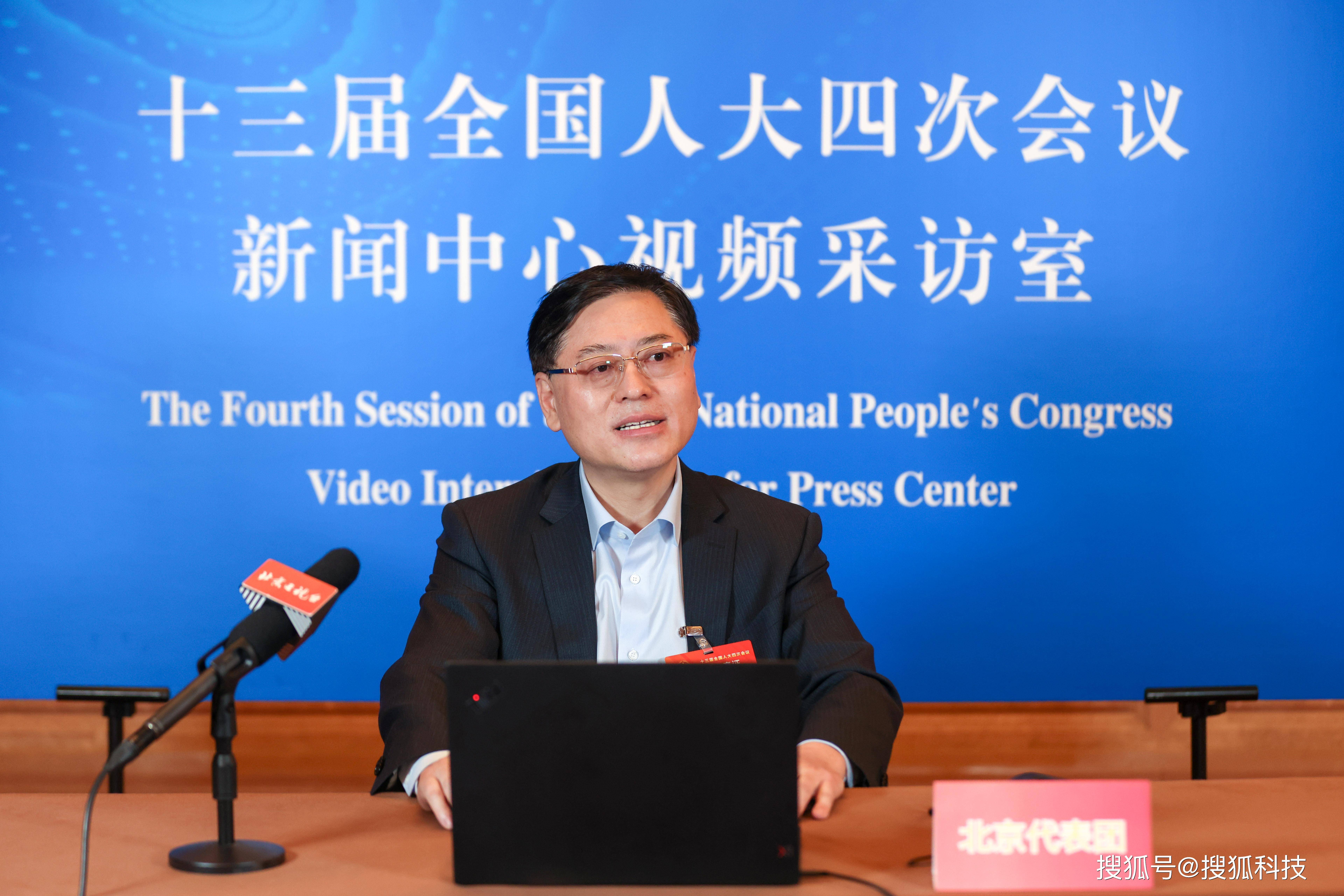 全国人大代表杨元庆:推进算力基础设施建设,帮助银发族跨越数字鸿沟