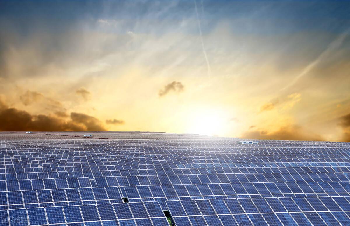 光伏迎来大负?工信部:引导光伏企业减少单纯扩大产能的光伏制造项目