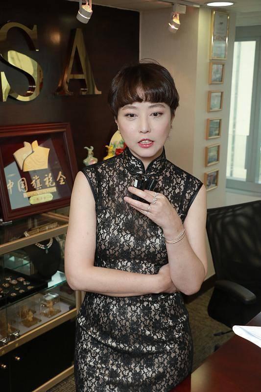 旗袍可以有多美?周海媚一袭黑色旗袍精致高级,妩媚风情不减当年
