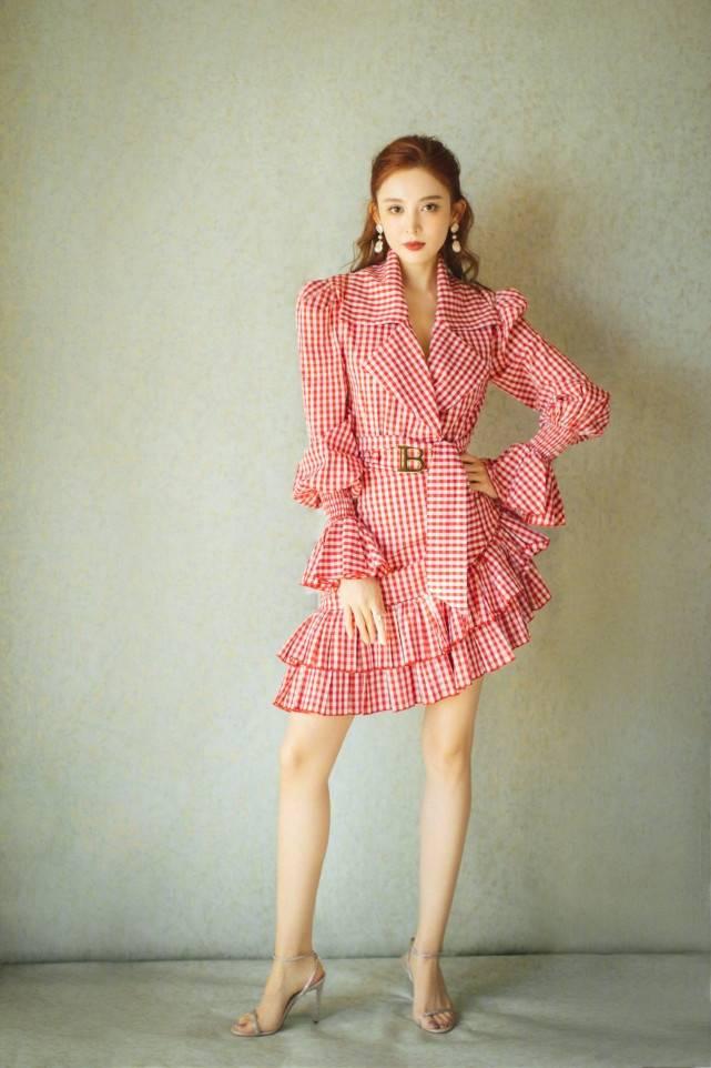原创             娜扎新剧造型美到爆!穿衬衫长裙秀逆天大长腿,172身高不像100斤