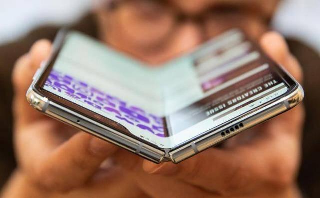 苹果、华为再次落后,三星亮出神奇的设计,手机形态迎来变革