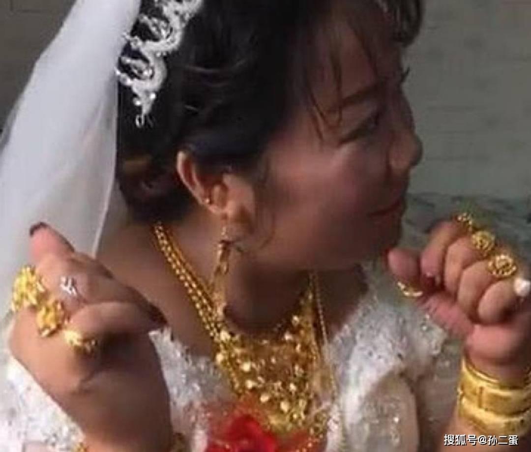"""""""最多金新娘""""走红,看到新郎的时候,网友:可以少奋斗20年!  第1张"""