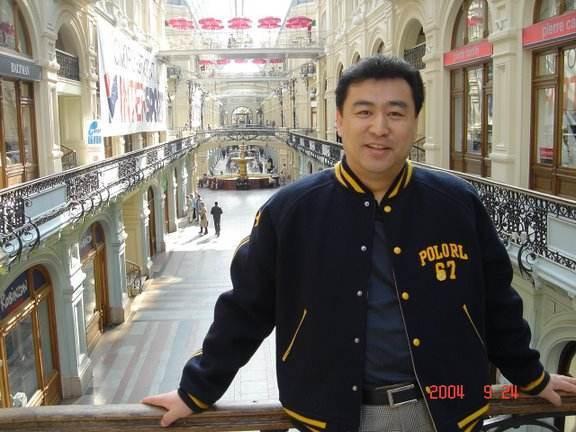 他的母亲是清华校长,主持新闻联播数十年零失误,58岁还孤身一人  第3张