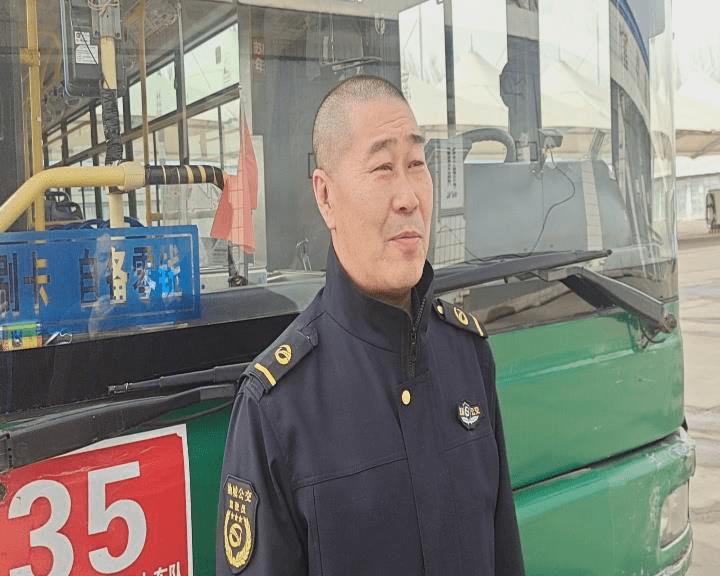 公交车没到站牌突然停车还叫下了车上乘客为的啥