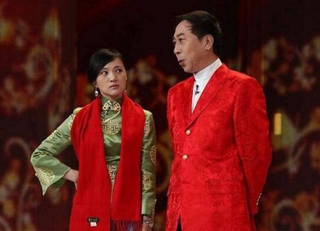搭档冯巩在春晚走红,戏红人不红的金玉婷,如今到哪儿去了?  第2张