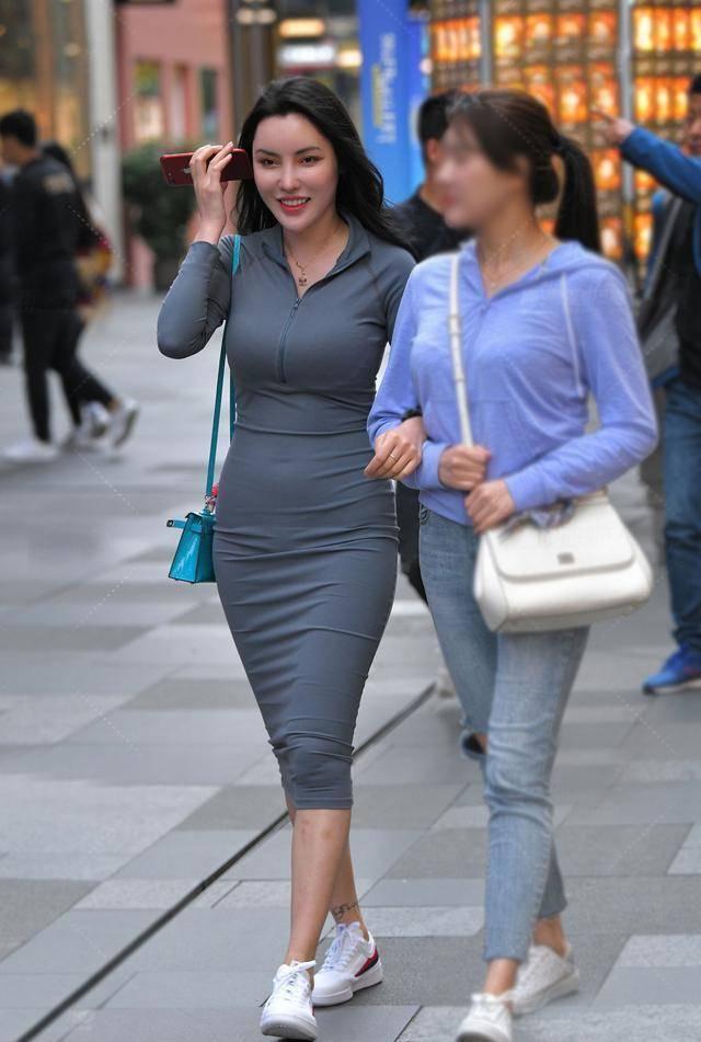 提高自己的审美,选择时尚的裙子穿搭,秀出自信大方的气质