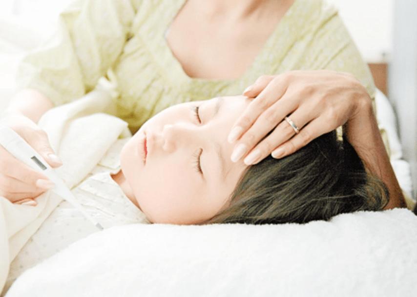 """宝宝睡觉""""满头汗""""是缺钙?常见原因有四种 后两种家长要多重视-家庭网"""