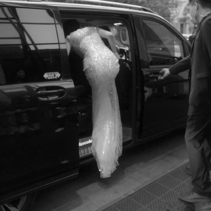 """原创             红毯:龚俊打扮像""""白马王子"""",宋妍霏挑战芭比粉,许晴身材惊艳"""